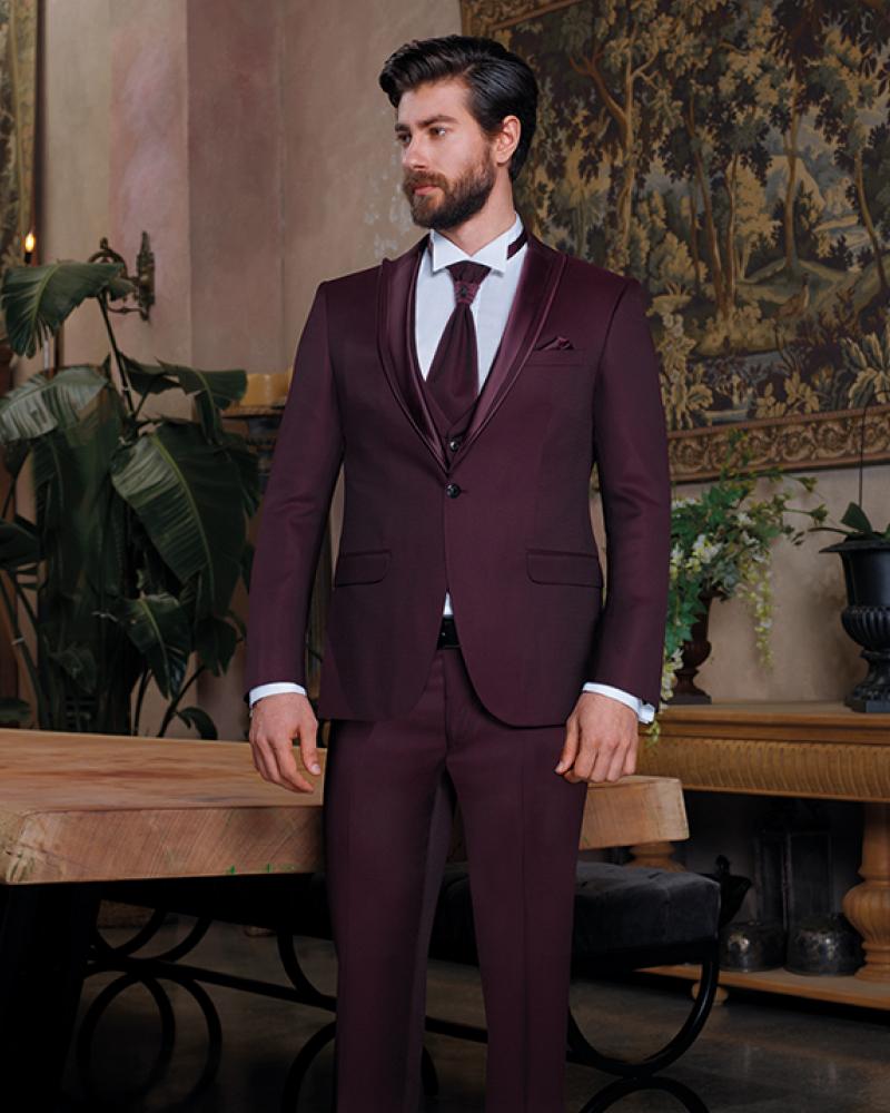 Бордовый костюм жениха